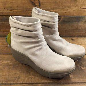 BZees Women's Zizzle Ankle Boot, Beige Microfiber